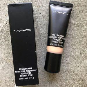 MAC Pro Longwear Foundation NW25